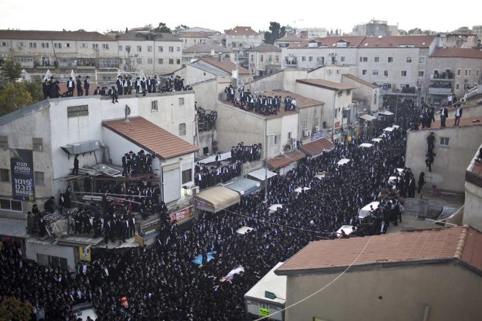 Funerale nel quartiere ultraortodosso di Mea Shearim, Gerusalemme, 2011 (foto di Pavel Wolberg)