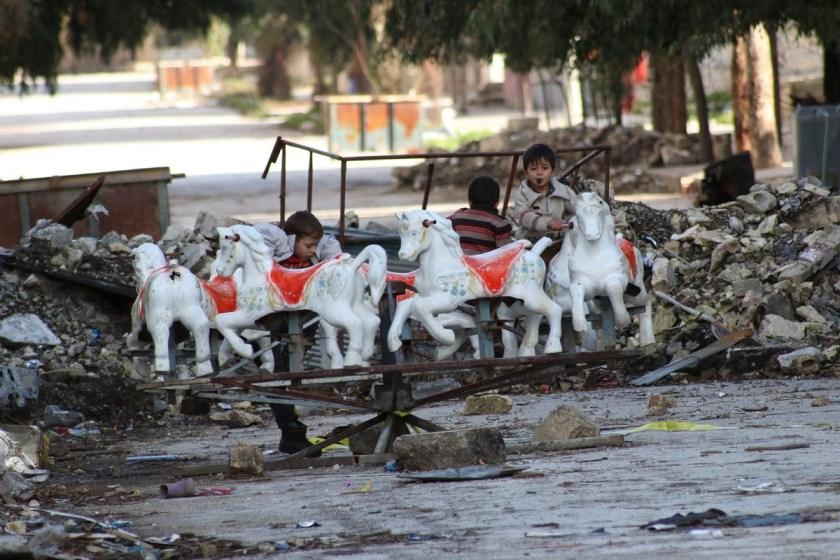 Ciò che resta di un parco giochi nella città di Aleppo, in Siria (8 gennaio 2015)
